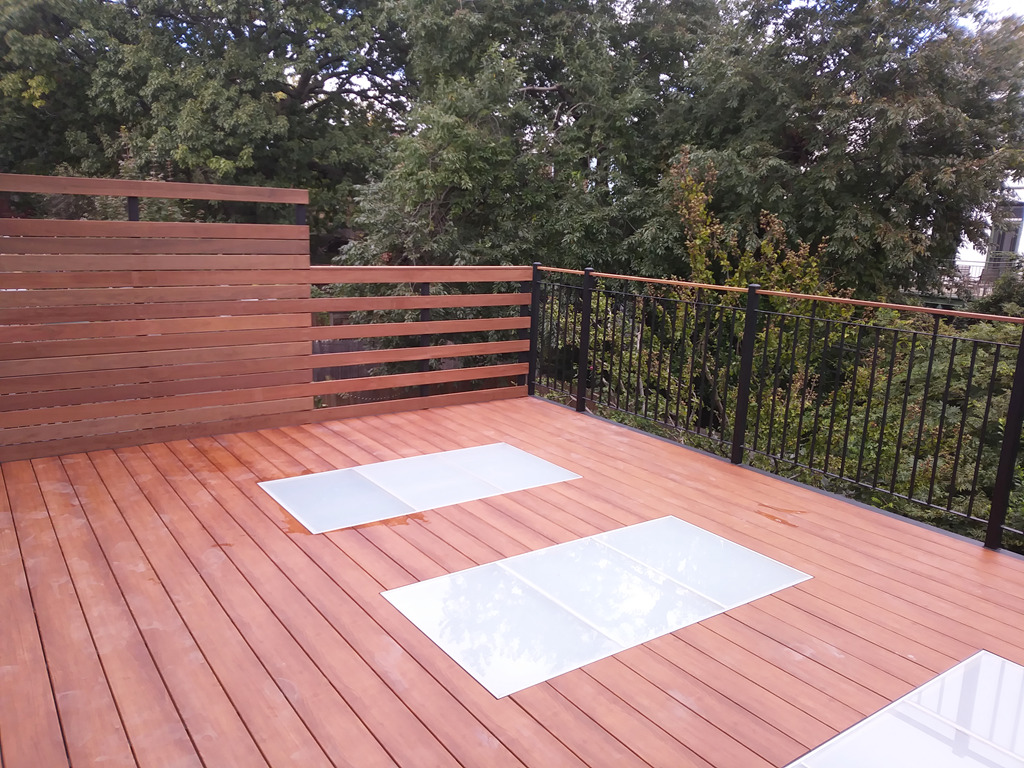 Structural Glass in an Outdoor Deck